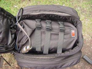 Batería del kit de bicicleta eléctrica en la bolsa.